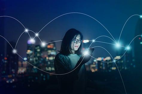 Representación gráfica de una aplicación que permite conectar a cada usuario con una ciudad inteligente.
