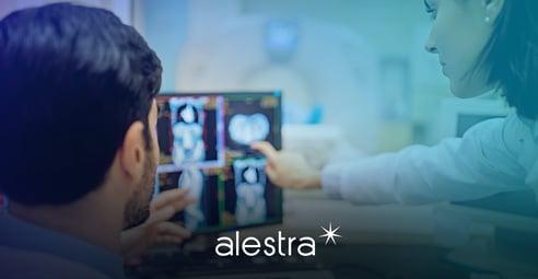 Innovaciones tecnológicas que contribuyen a la medicina Alestra 1 Medicos analizando con tecnologia