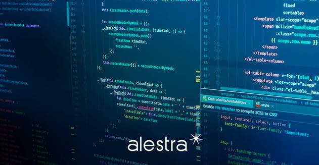Programador trabaja en JavaScript para crear un sitio web desde cero.