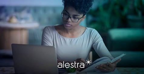 Estudiante es evaluada a través de plataformas de exámenes en línea que pueden ser un peligro para su privacidad