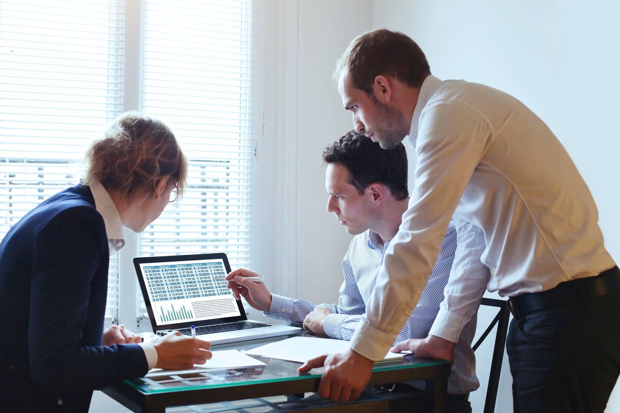 teamwork,-business-meeting-624002776_4800x3200.jpg